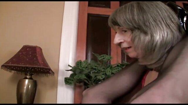 Dominatrix babe juega con pelicula taboo en español latino el culo de su amante
