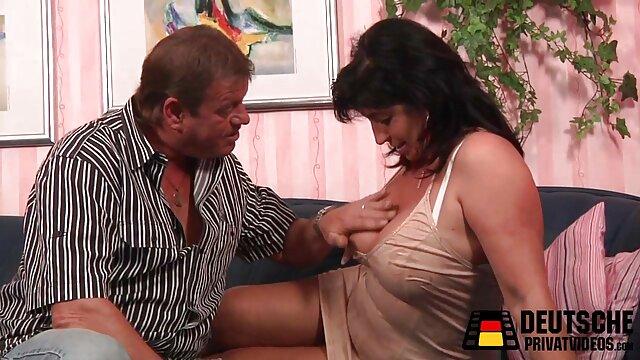Tomando una fuga pero ella está desnuda y incesto latinos le encanta
