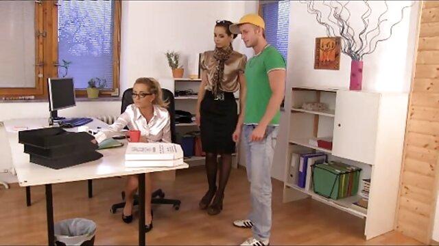 Tetona ébano amateur Lola chupando polla y obtener porno latino 4k semen