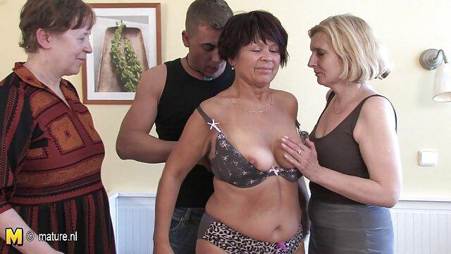 Experimento anal con la adolescente Audrey webcam porno latino Noir