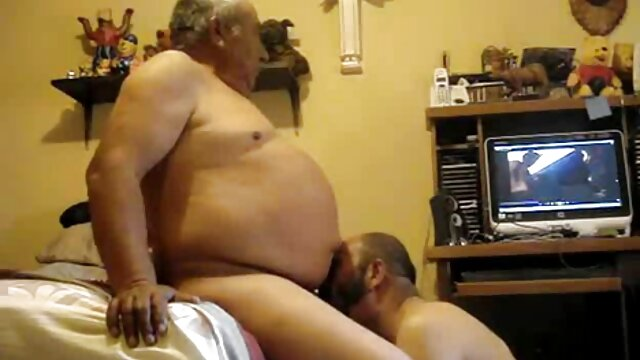 Mamá gordita natural de grandes tetas milf ama jugar sexo gay porno latino