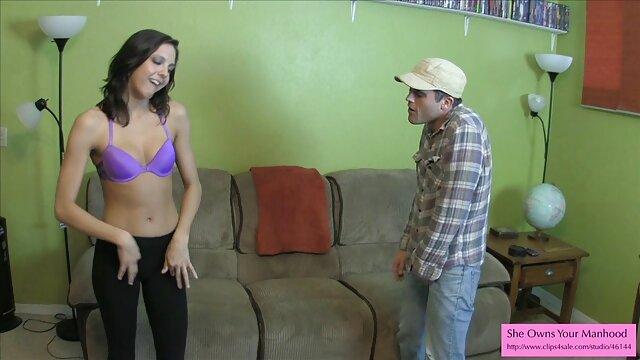 Camille me porno sudamericano recoit dans sa chambre