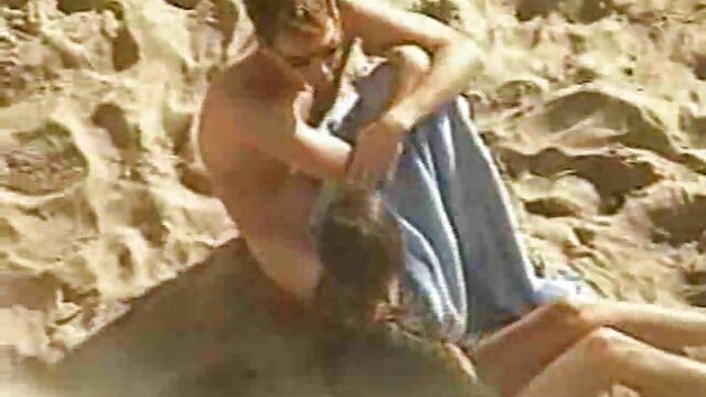 ¡La esposa traviesa Charlee latinasputas Chase mira y deja que su esposo se folle a su novio!