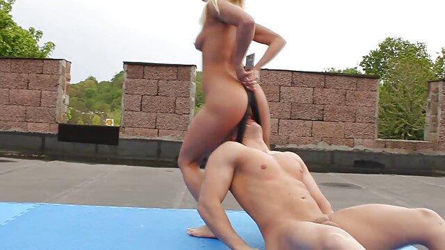 Alicia Rhodes luce increíble con su amiga caliente peliculas hentai latino